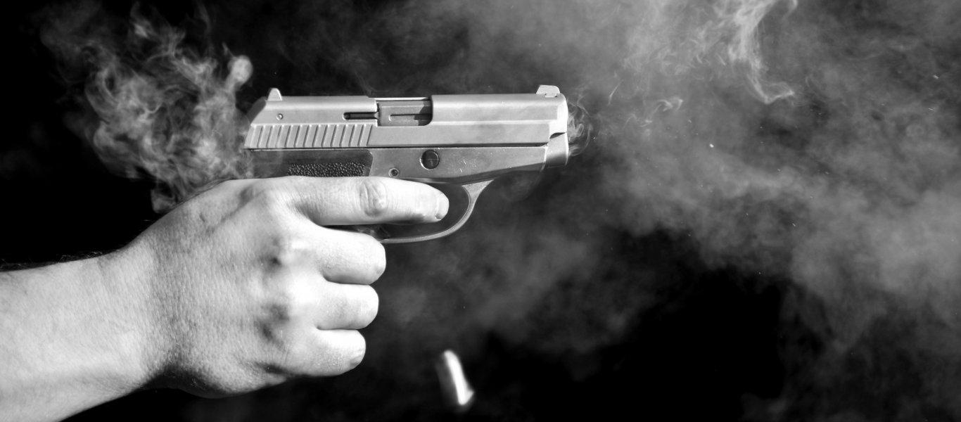 Συναγερμός στο κέντρο της Αθήνας: Άνδρας πυροβόλησε κατά Πακιστανών - Έχει ταμπουρωθεί στο διαμέρισμά του