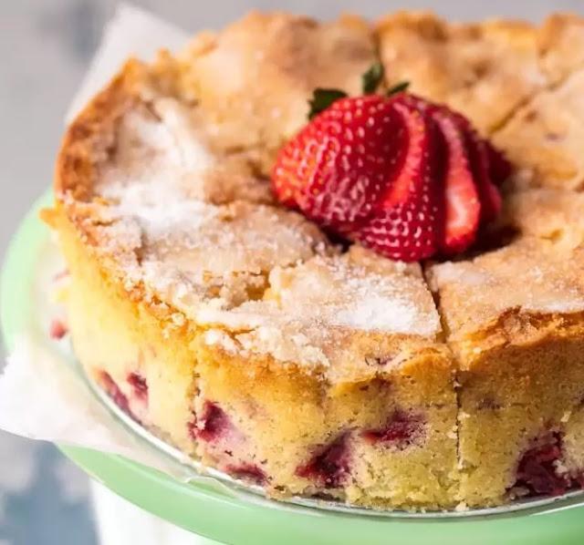 Strawberry Buttermilk Cake #cake #desserts