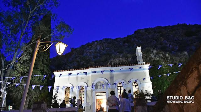 Εσπερινός του Αγίου Ιωάννη του Θεολόγου στο Εκκλησάκι του Καποδίστρια στους πρόποδες του Παλαμηδίου (βίντεο)