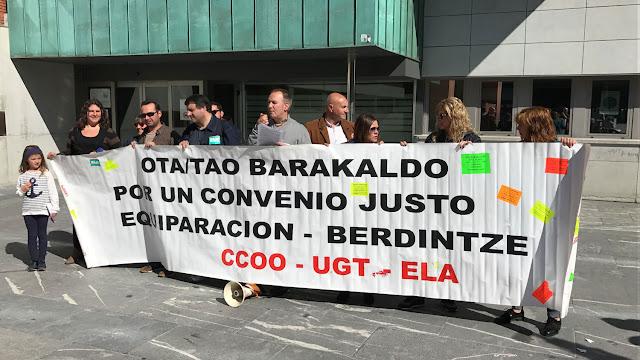 Protesta ante el Ayuntamiento de Barakaldo