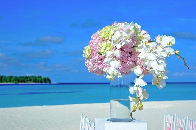 wedding table piece flower by the beach