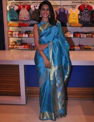 Rakul Preet Singh Beautiful Blue Sleeveles Saree Images