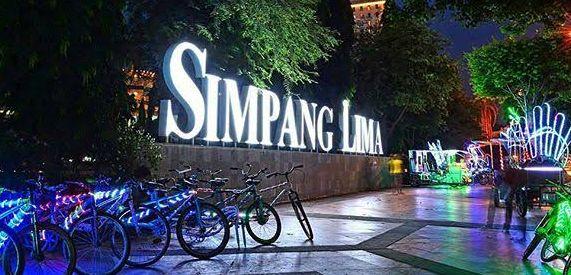 Wahana di Simpang Lima Semarang