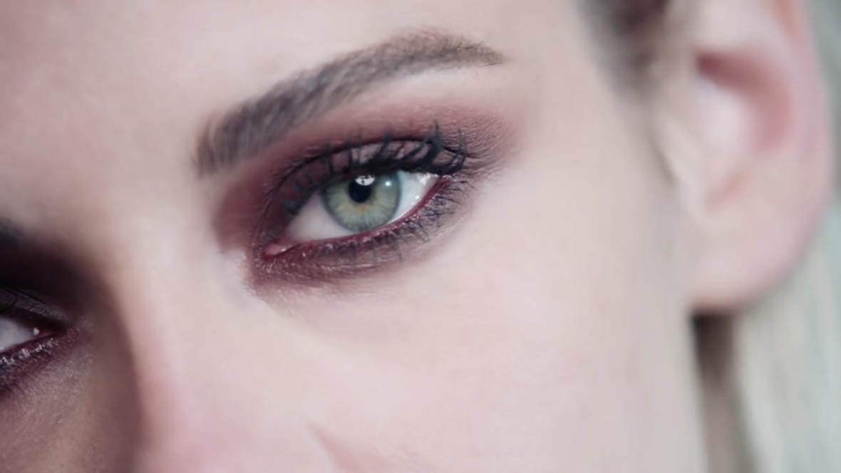 beauty talks chanel, kristen stewart, red power