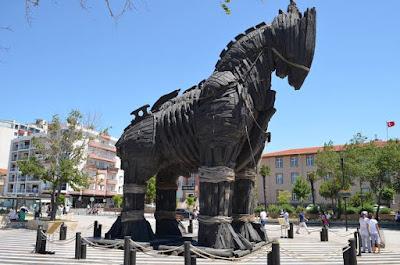 Patung Kuda Troya
