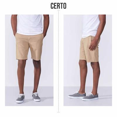 Camiseta de tamanho certo. Bermuda de tamanho certo.