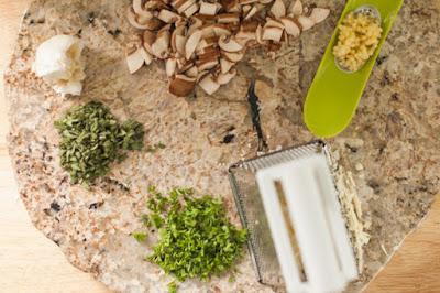 low carb spaghetti, mushroom alfredo, spaghetti squash bowls, spaghetti squash recipe, low carb dinner ideas, low carb recipes, vegetables, vegetable noodles, gluten free pasta, gluten free alfredo, healthy fats, low-fat diets are unhealthy, a dash of delish