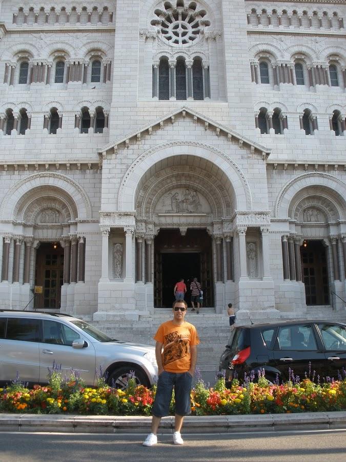 Catedral de Mónaco, famosa por ser dónde están enterrados Raniero y Grace de Mónaco y otros miembros de la familia Grimaldi.