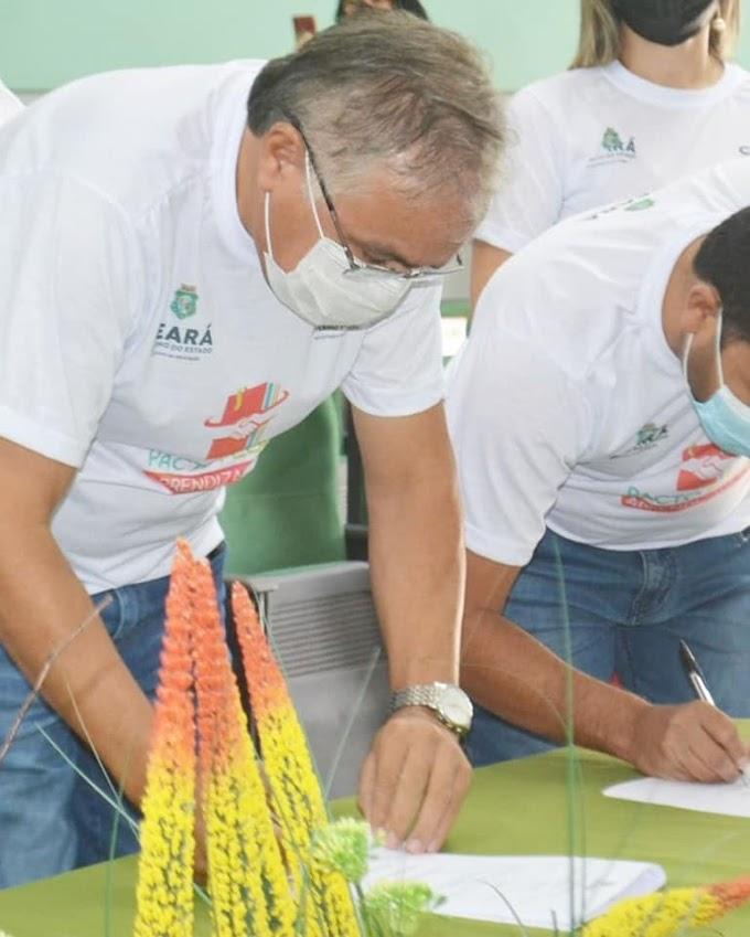 Antônio Martins assina o Termo de Compromisso do Pacto pela Aprendizagem do 1º ao 9º Ano
