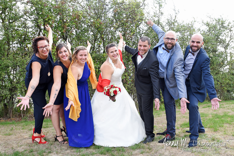 photo fun avec les témoins et mariés