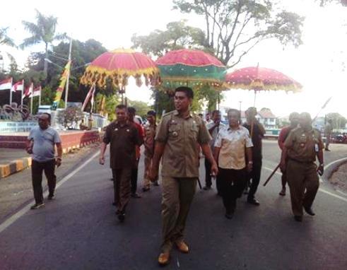 Marjani Sultan, Di Jemput Dengan Payung  Adat Selayar