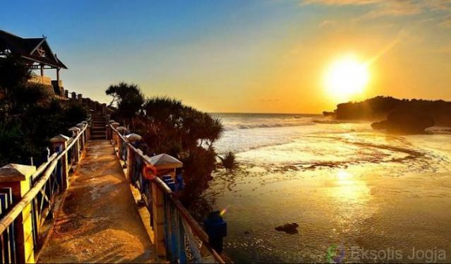 sunset-pantai-kukup