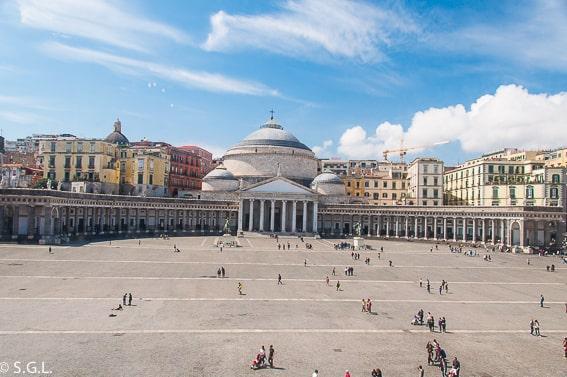 Plaza del Plebiscito. Recorrido por Napoles y alrededores