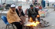 Kwezithombe: Ubusika bumangaza iPakistan ngokumangala ngenkungu emnyama