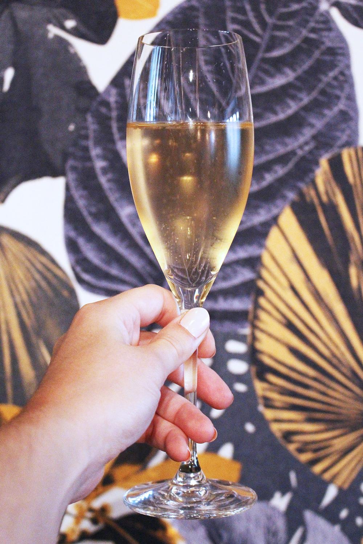 Champagne at Rozbrat 20 Restaurant, Warsawza - travel & lifestyle blog