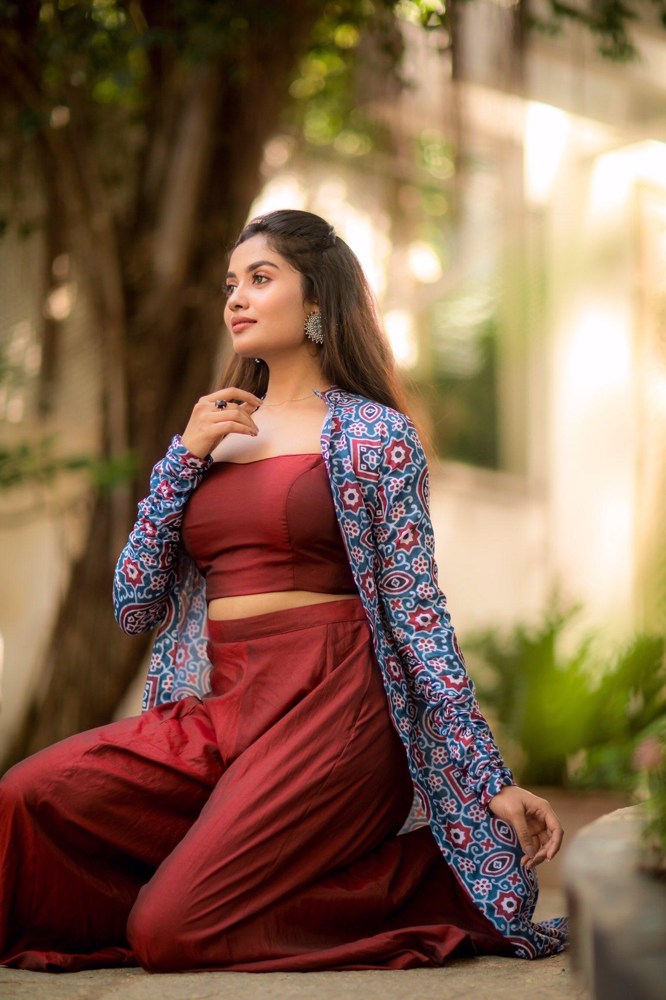 Teju AshwiniLatest Pics