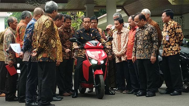 Pemenang Lelang Motor Listrik Jokowi Diperiksa Polisi