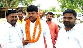 नवनिर्वाचित ब्लाक प्रमुख को युवा भाजपा नेता पंकज ने दी बधाई  | #NayaSaberaNetwork