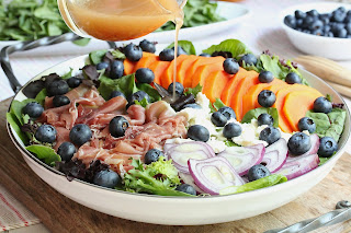 PAPAYA PROSCIUTTO AND BLUEBERRY SALAD WITH MAPLE SYRUP VINAIGRETTE