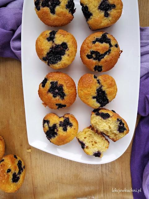 Muffinki z jagodami i mąką z ciecierzycy przepis