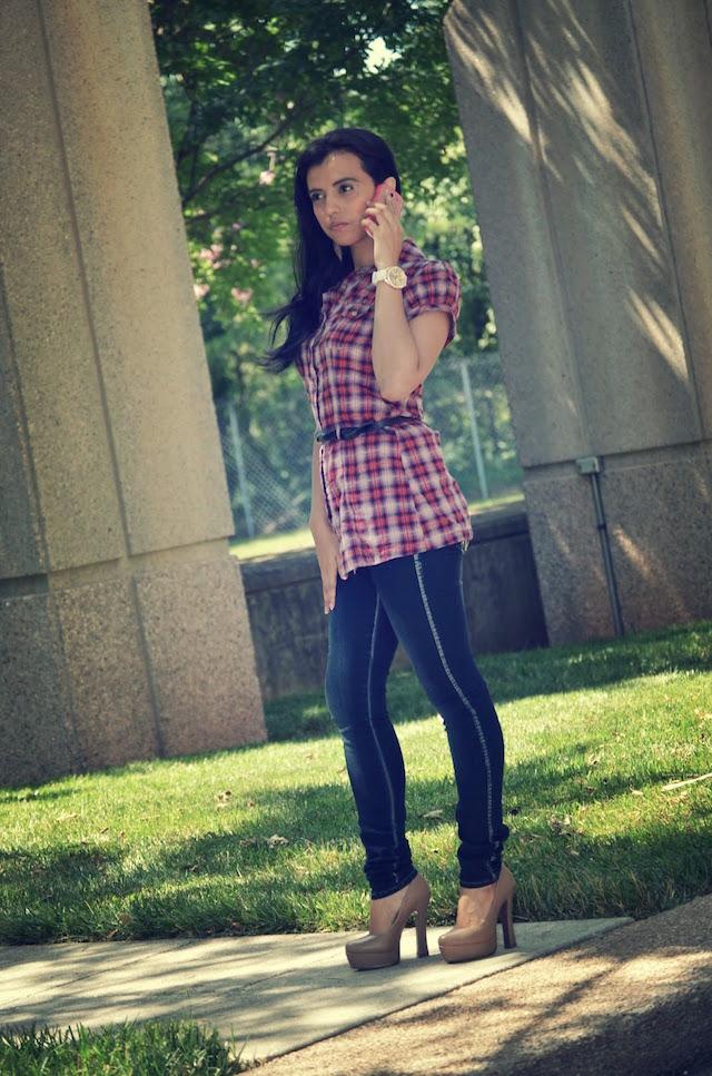 Jeans y Camisa de Cuadros