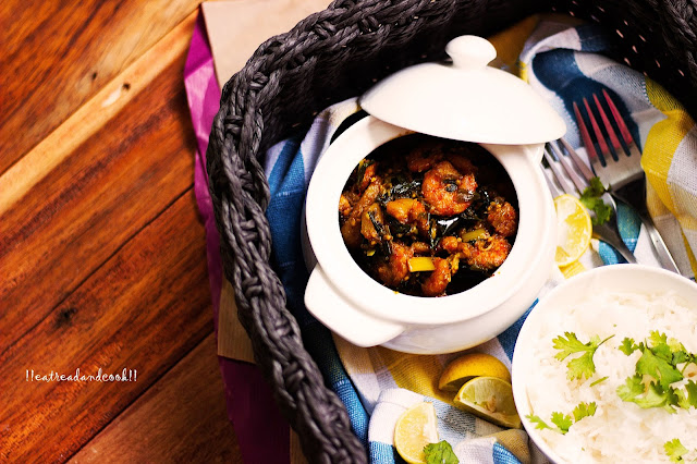 how to make Chingri Begun Pyajkolir Torkari / Bengali Mixed Vegetable curry with Eggplant, Prawns and Potatoes recipe and preparation