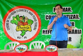 Lei que homenageia João Pedro Teixeira é sancionada em evento com trabalhadores rurais