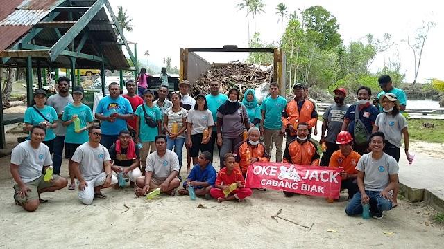 Rekreasi Sambil Bersih oleh RomawaByak