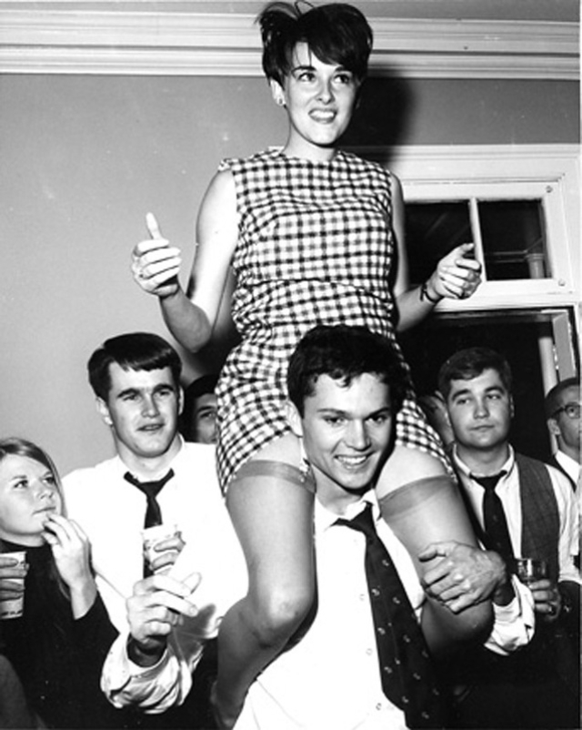 38 Vintage Snapshots Capture Teenage Parties During The