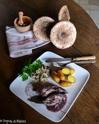 Blancs de poulet au vin rouge, duxelles de coulemelles et pommes de terre Pompadour © Popote et Nature