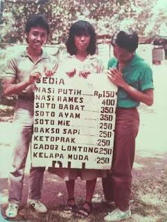 Foto jadul harga menu makanan di tahun 1985