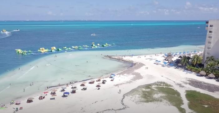 Playas de Cancun con Arena blanca de dia