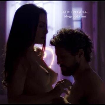 Cleo Pires nua em cenas calientes na novela