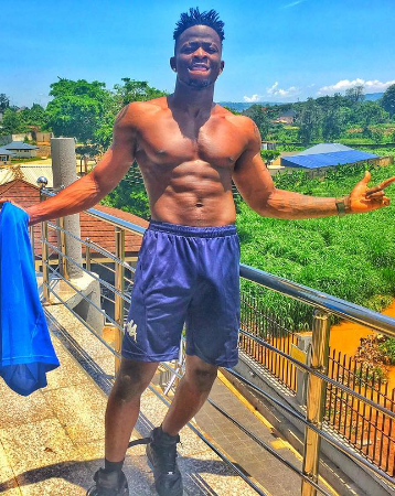 1 Photos: Selebobo shows off his abs and eggplant in new pics