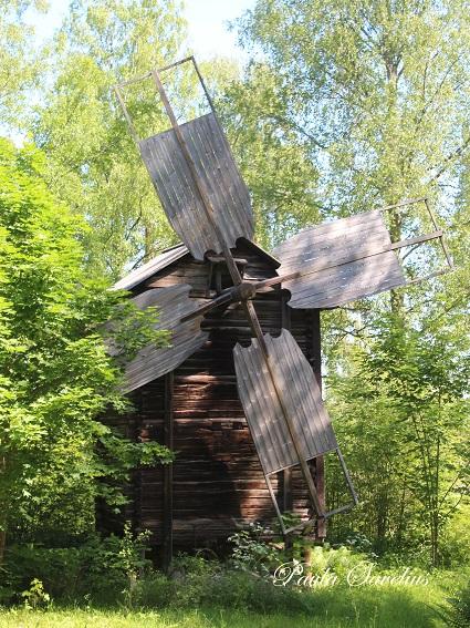 Hakamäen kotiseutumuseon tuulimylly
