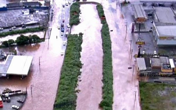 Temporal deixa dez mortos e estado de alerta na Grande São Paulo (Imagem: Reprodução/G1)