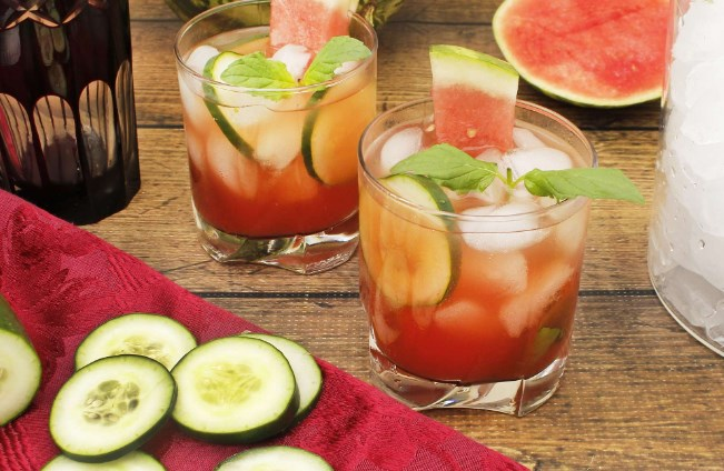 Watermelon & Cucumber Mojitos #drinks #cocktails