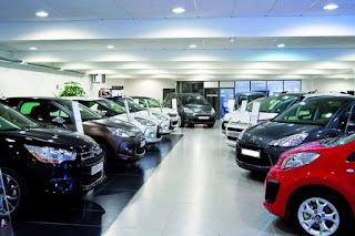 Los coches de 'kilómetro cero' se acumulan en los concesionarios