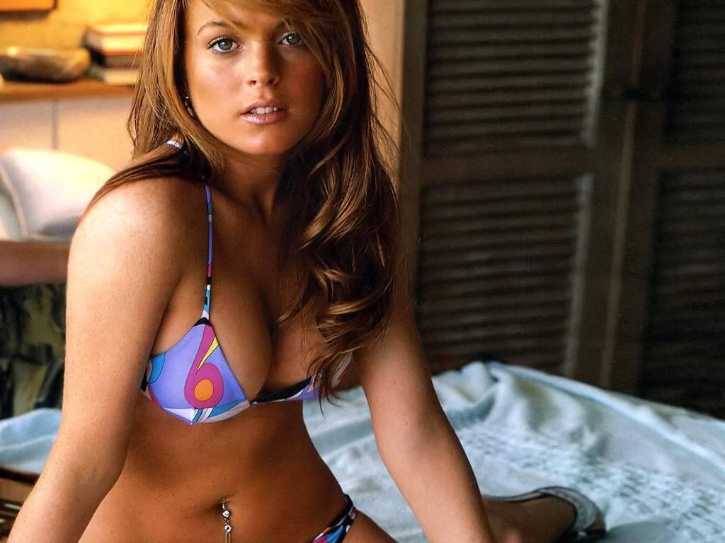 Lindsay Ellis Hot Ellis is one the main