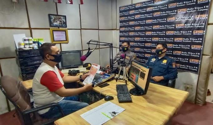 Sosialisasi Penerimaan SIPSS 2021, Polres Lampura Talk Show di Radio Wijaya 93,7 FM