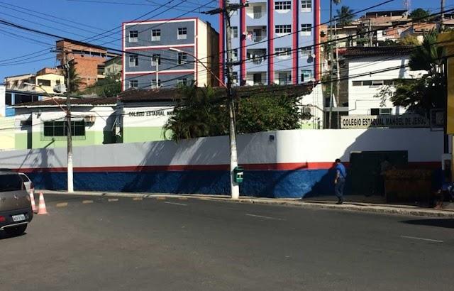 Aluna agride professor dentro de escola por causa da nota, em Simões Filho, na BA.