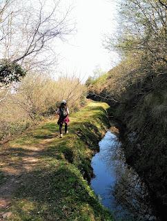 Canal en la base del Armañón