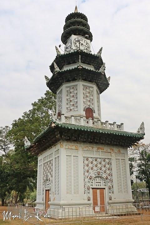 Torre del Reloj Chino en el Parque Lumpini, Bangkok