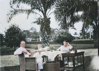 acara minum teh dari keluarga belanda