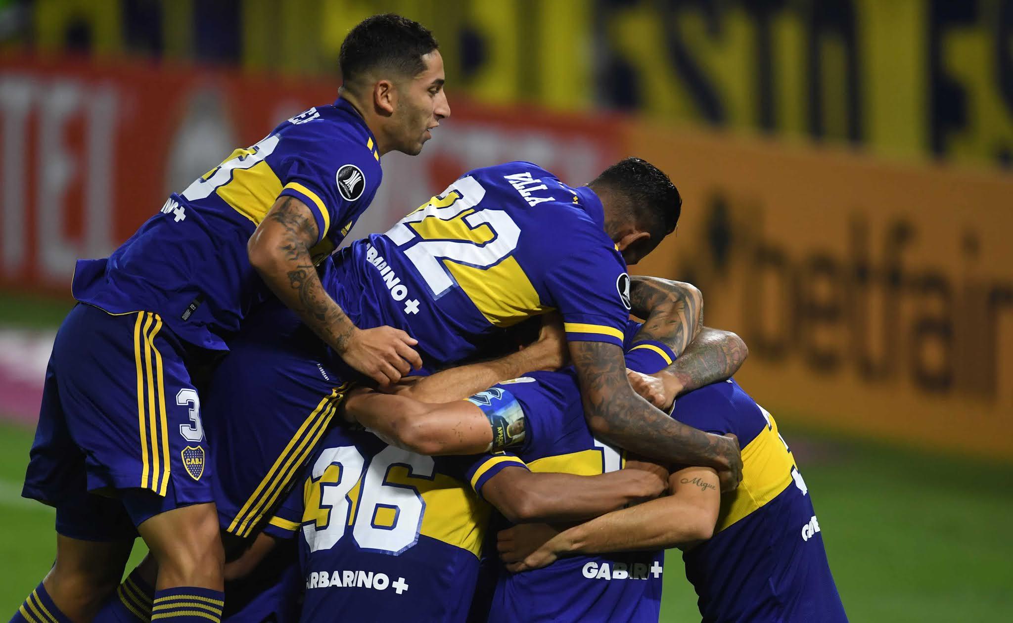 Boca venció con autoridad a un conflictuado Santos y se afirmó en la cima del Grupo C