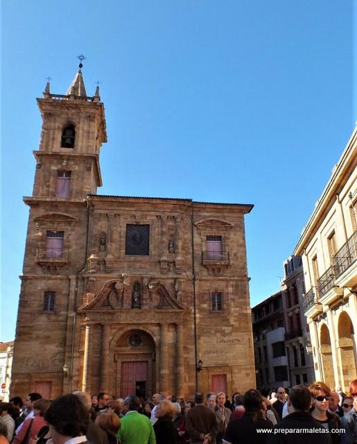 plazas, iglesias y palacios por Oviedo