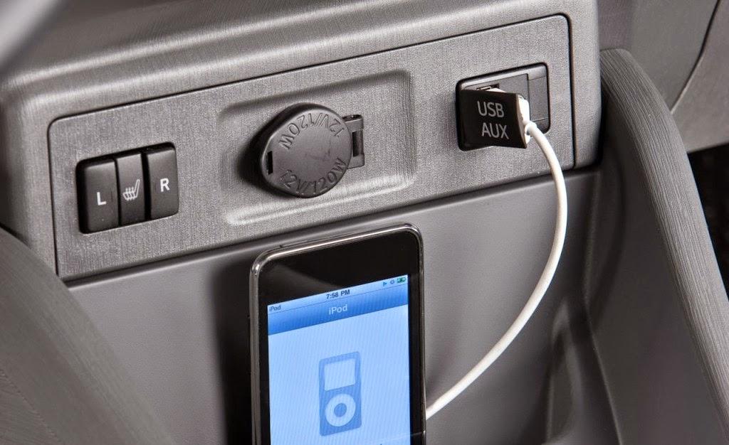 usb input toyota 1024x626 - 10 tính năng đầy tiện ích trên ô tô đời mới - Muaxegiatot.vn