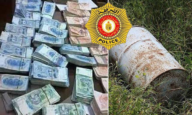 تونس : الحمامات  فلاح يعثر على برميل مليء بالأوراق النقدية مدفونا في ضيعته وقام  بتسليمه إلى الوحدات الأمنية (صور)