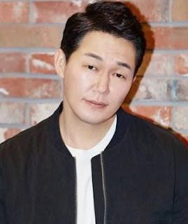 pemain rugal Park Sung-Woong sebagai Deuk-Koo