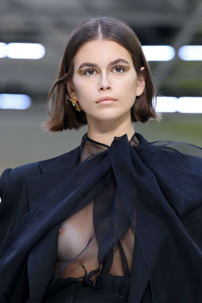 Kaia Gerber faces wardrobe malfunction on the Valentino PFW Runway